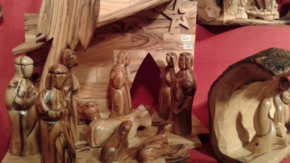 Christkindlmarkt-Hütte 67: Sterntaler, Holzkrippen und Weihrauchduft